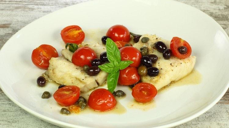 Tranci di pesce persico alla mediterranea