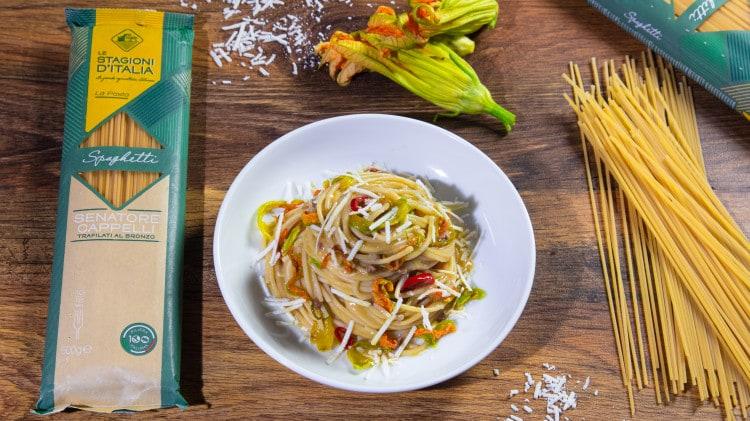 Spaghetti acciughe ricotta salata e fiori di zucca