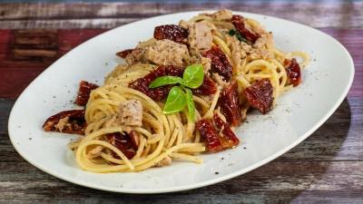 Spaghetti tonno e pomodori secchi