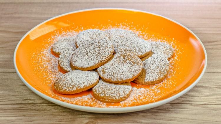 Biscotti con la cannella e zucchero di canna