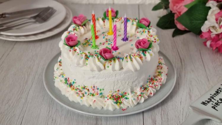 Torta di compleanno panna e crema