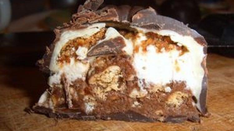 Cioccolatini ripieni di nocciole, panna e nutella