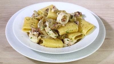 Paccheri di Gragnano con calamari e carciofi