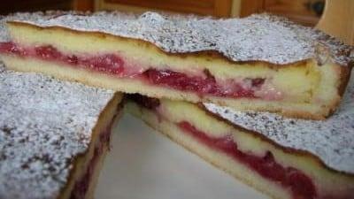 Crostata con ciliegie e crema di mandorle