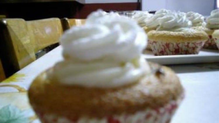 Cupcake con crema bianca