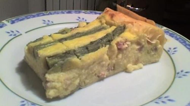 Torta salata con pasticcio di patate e asparagi