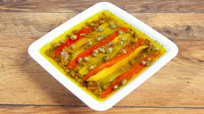 Peperoni arrosto in salsa di acciughe e capperi