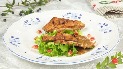 Petto d'anatra con salsa al melograno