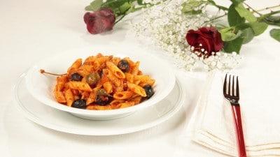 Mezze penne 'nduja, capperi e olive