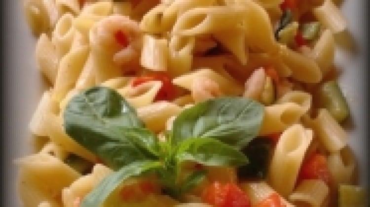 Mezze penne risottate con peperoni zucchine gamberetti mini pomodorini perini e basilico