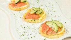 Crostini con carpaccio di Salmone