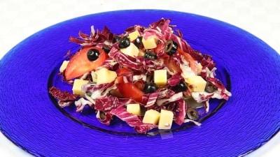 Insalata mista con radicchio e formaggi