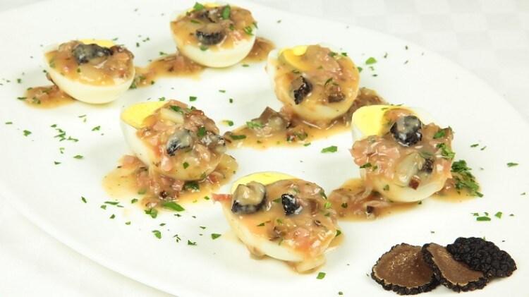 Uova preziose farcite con prosciutto funghi e tartufi