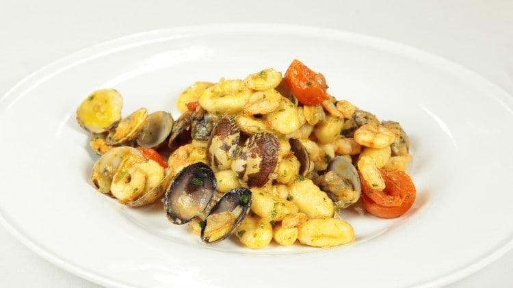 Gnocchetti vongole, gamberetti e pomodorino