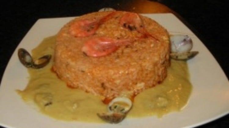 Timballo di riso al sugo di scorfano su crema di gamberi di nassa e vongole veraci