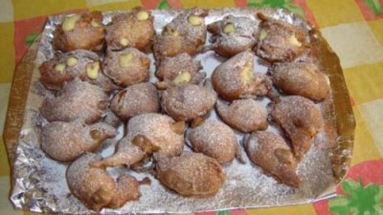 Castagnole con doppia crema