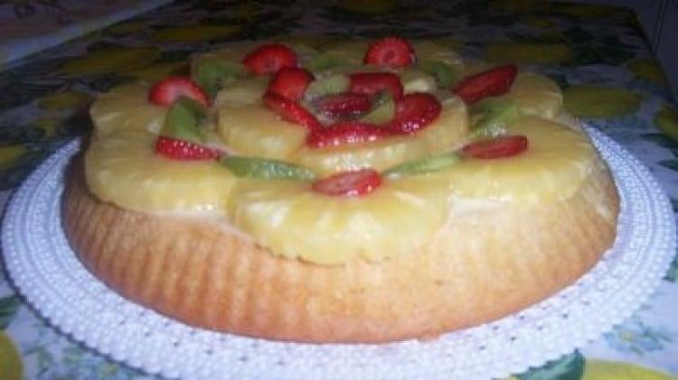 Torta con crema pasticcera e frutta