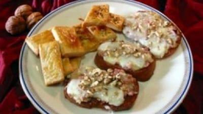 Crostini al formaggio e speck