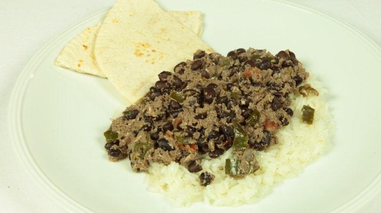 Zuppa di fagioli con riso e tortillas del nicaragua