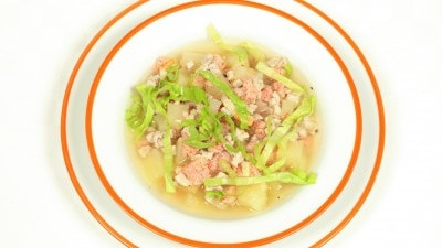 Kaeng chud saku zuppa di granchio e maiale in stile thai