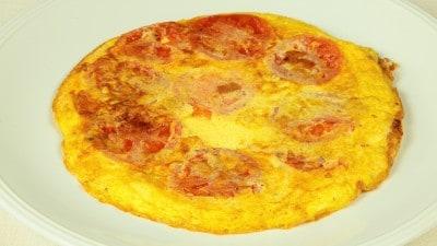 Uova con pomodoro - Avgà me domata