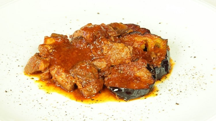 Arnaki me melitzanes - Agnello stufato con melanzane