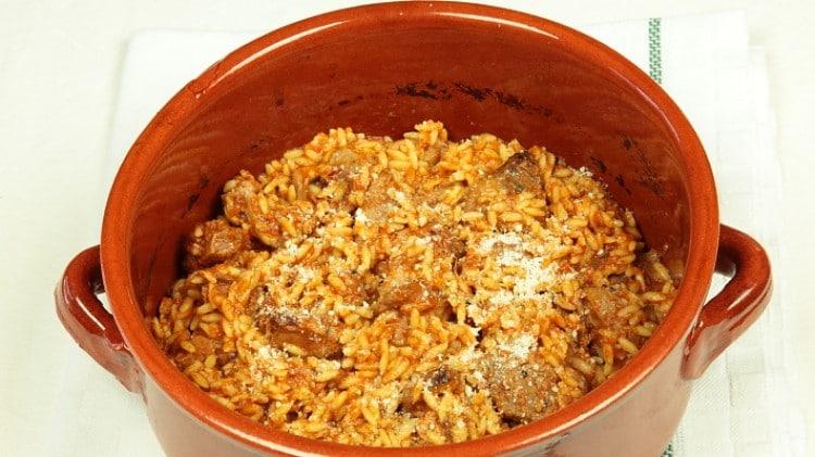 Arnì yiouvetsi me kritharaki - Agnello con la pasta