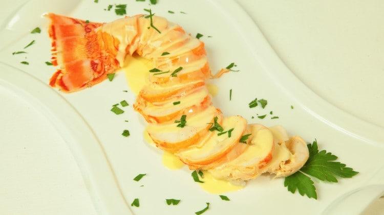 Aragosta bollita con salsa di limone