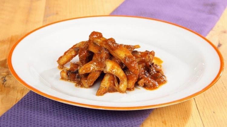 Seppie con sugo di pomodoro - Soupies yiachnì