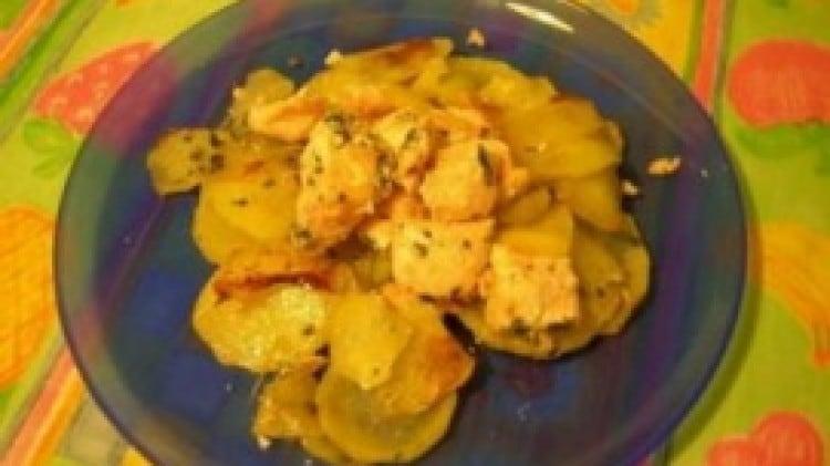 Cubetti di salmone con patate