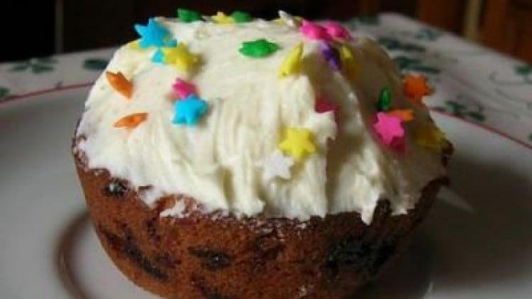 Muffins al cioccolato bianco con glassa al formaggio