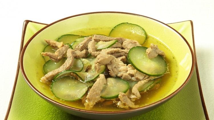 Agnello alla pechinese e zuppa di cetriolo