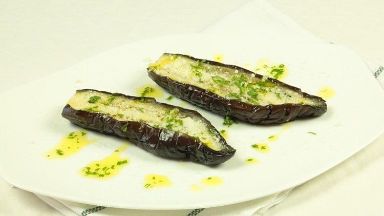 Melanzane all'aglio e prezzemolo - Berenjenas con aio y perejil