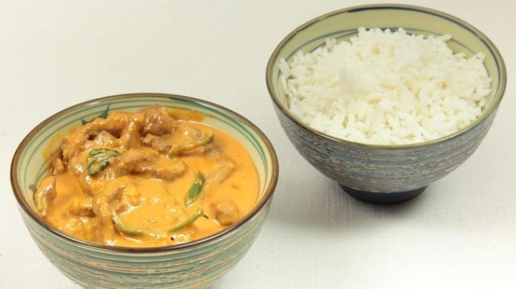 Curry di manzo con salsa dolce di arachidi Pha-naeng Neua