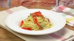 Spaghetti alla polpa di granchio e peperoni