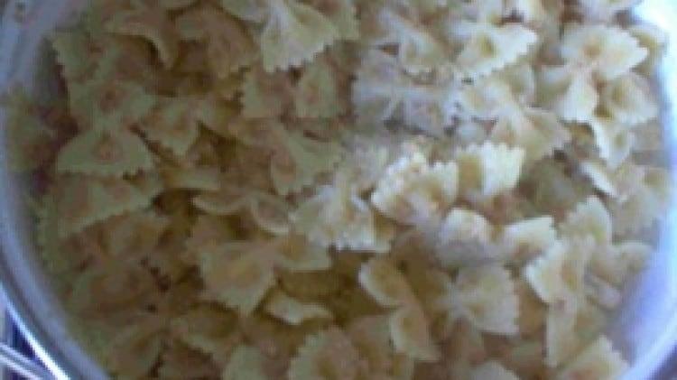 Pasta aglio, olio, pangrattato e pasta di acciughe