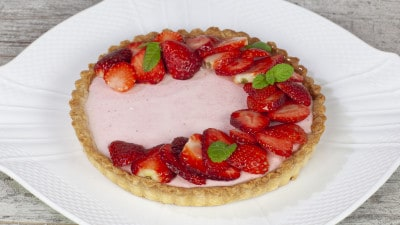 Crostata con crema di yogurt e fragole