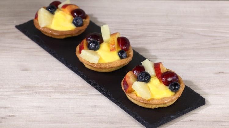 Crostatine con crema e frutta