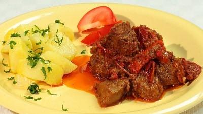 Porkolt spezzatino di carne all'ungherese