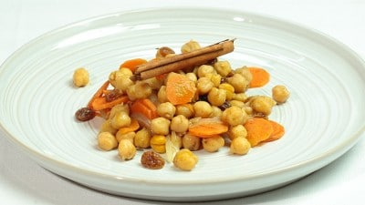 Ceci con carote e uvetta