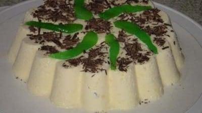 Semifreddo al cioccolato bianco e pere candite alla menta