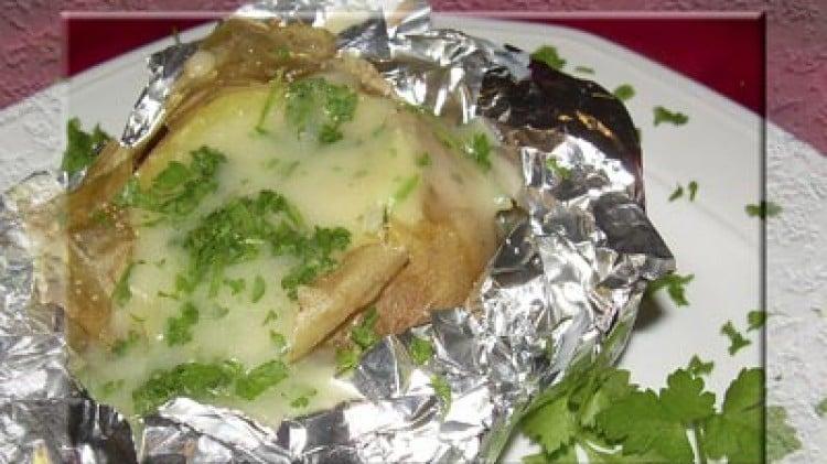 Patate al cartoccio con salsa al prezzemolo
