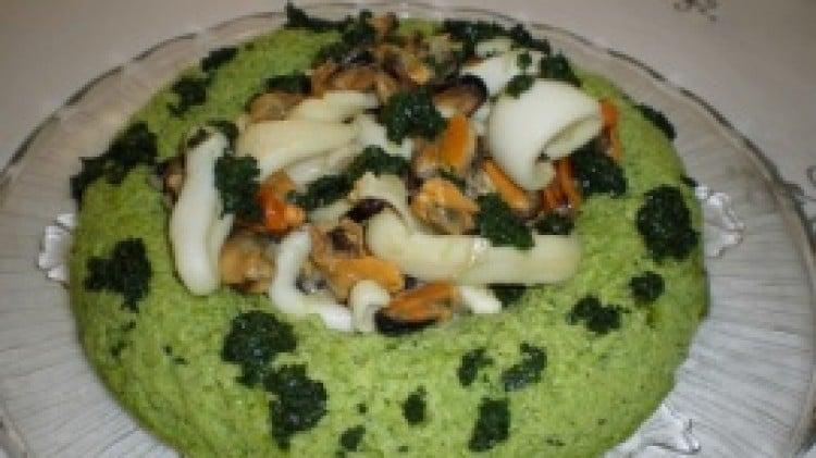 Anello di piselli con guazzetto di seppie e cozze in salsa verde