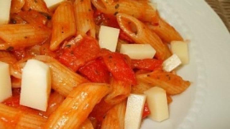 Pasta peperoni e scamorza affumicata