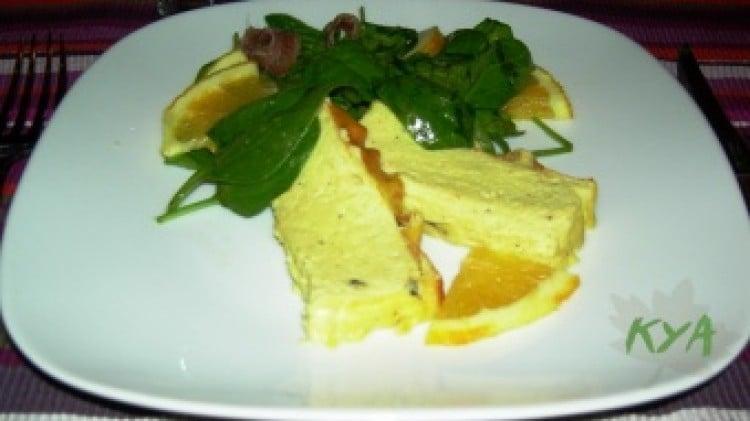 Flan di porri con insalata di spinaci freschi