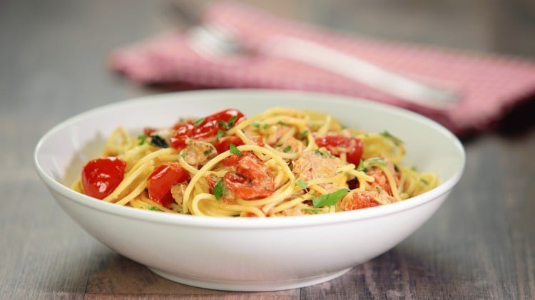 Spaghetti con tonno e pomodorini
