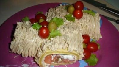 Tronchetto al formaggio e salmone con crema al burro