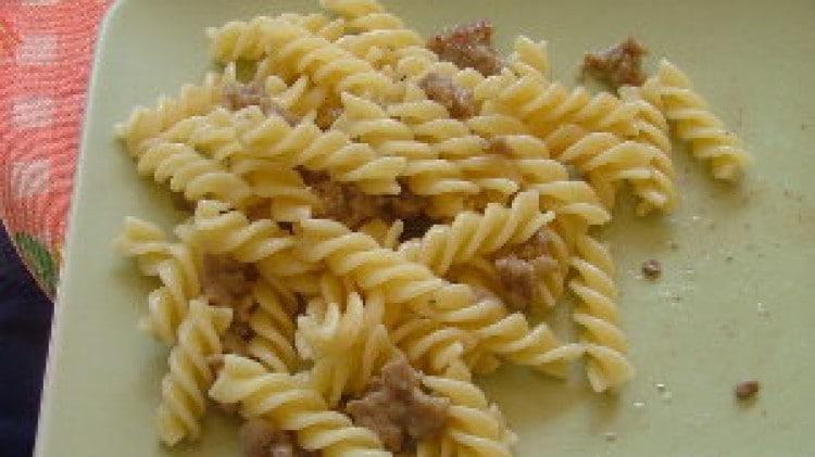 Pasta con salsiccia e besciamella