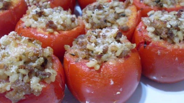 Pomodori e peperoni ripieni di orzo, farro e tastasal
