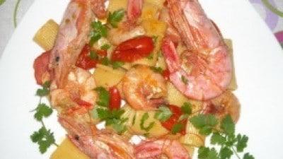 Rigatoni con gamberi argentini e pomodorini del Piennolo